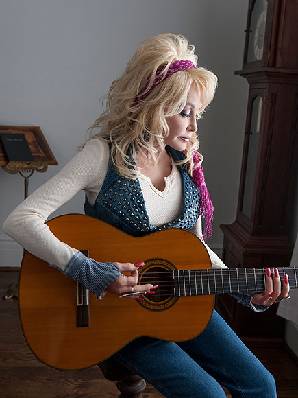 Dolly Parton plastic surgery, Dolly Parton plastic surgery before after photos, Dolly Parton breast augmentation, Dolly Parton breast implants, Dolly Parton nips and tuck, Dolly Parton facelift, Dolly Parton nose job1