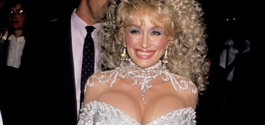 Dolly Parton plastic surgery, Dolly Parton plastic surgery before after photos, Dolly Parton breast augmentation, Dolly Parton breast implants, Dolly Parton nips and tuck, Dolly Parton facelift, Dolly Parton nose job3