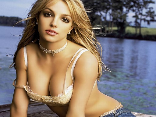 Britney Spears plastic surgery, Britney Spears plastic surgery before after photos, Britney Spears breast augmentation, Britney Spears breast implants, nose job, liposuction, lip injection3