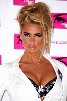 Katie Price plastic surgery, Katie Price plastic surgery before after photos, Katie Price breast augmentation, Katie Price breast implants, Katie Price nose job, lip injection, botox, chemical peels4