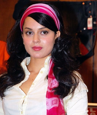 Kangana Ranaut plastic surgery, Kangana Ranaut pictures, Kangana Ranaut plastic surgery before after photos, Kangana Ranaut breast implants, Kangana Ranaut breast augmentation, Kangana Ranaut lip surgery4