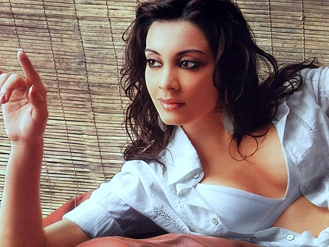 Minissha Lamba Plastic Surgery, Minissha Lamba Plastic Surgery Before And After Photos, Minissha Lamba breast augmentation, nose job, breast implants, Minissha Lamba pictures, Minissha Lamba images2